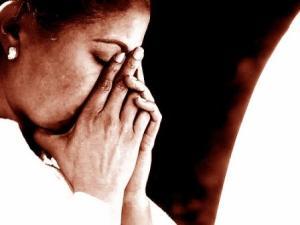 sepia-praying-woman