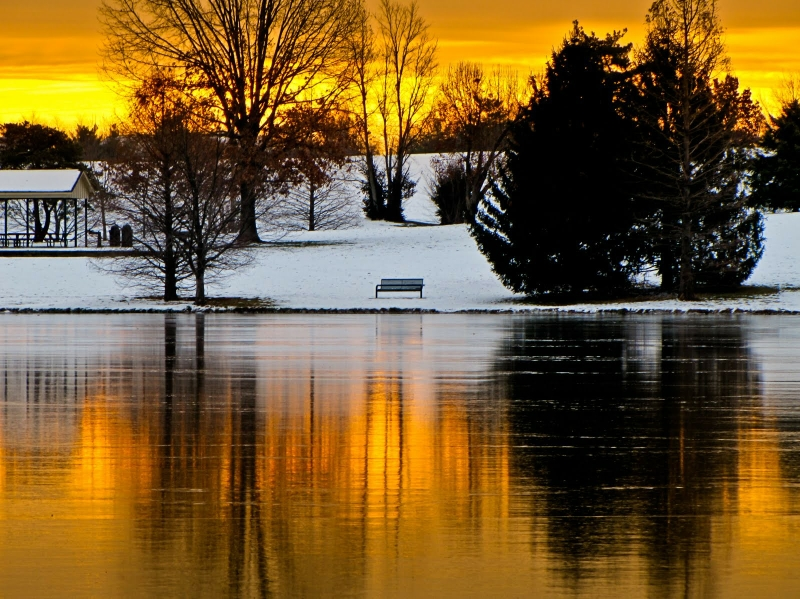 sunsets clouds landscapes winter snow trees bench scenic lakes skyscapes 1600x1198 wallpaper_www.wallmay.com_4