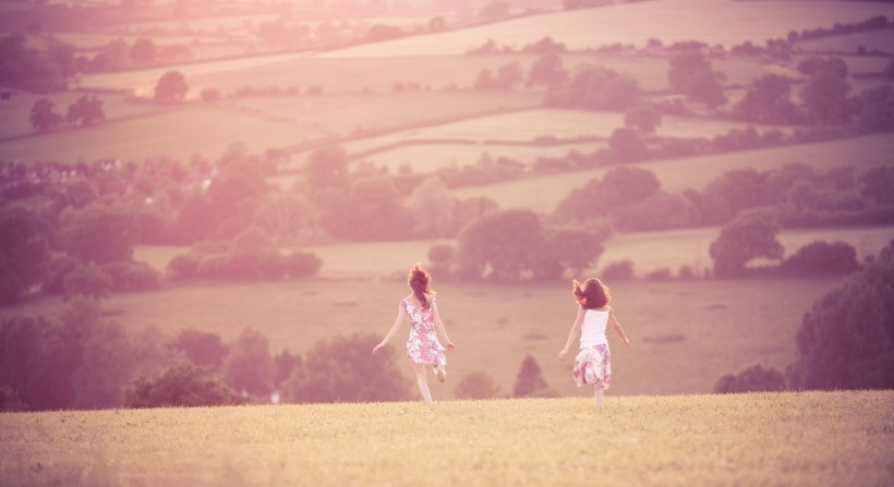 mood-girls-fields-hills-slopes-mood-girls-girls-freedom-happiness-summer-walking-golf
