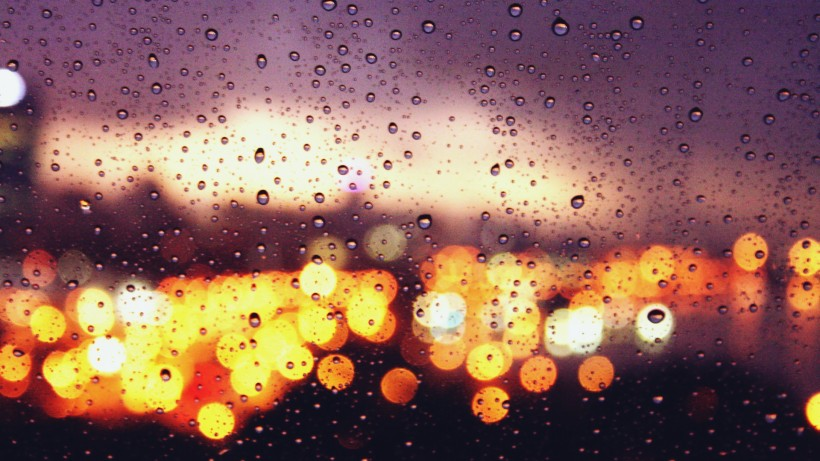 lights-rain-bokeh-water-drops-_42090-11