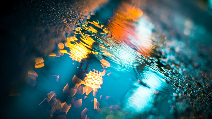 rain_macro_night_light_drops_wet_asphalt_puddles_80966_1920x1080